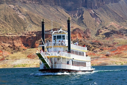 desert-princess-in-front-of-paint-pots_lake-mead-cruises_1000x667.jpg
