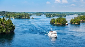 1000 ISLANDS CRUISE & UPPER CANADA VILLAGE DAY TOUR