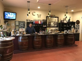 Wineries/Distillery/Diana's Cellar Door & Brewery Tours