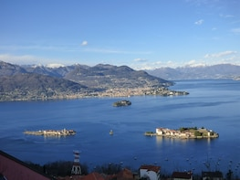 Lake Maggiore: Borromean Islands Hop-On Hop-Off Boat Tour