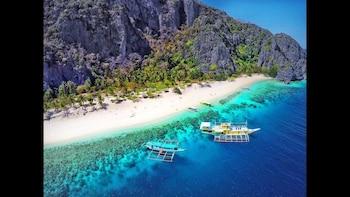 SleepOver Busuanga with Black Island & North Cay