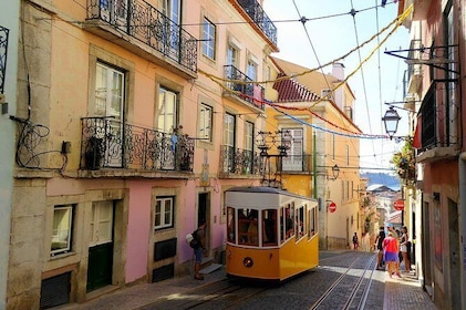 Private Premium Car Transfer from Seville to Lisbon with 2 Sightseeing Stops