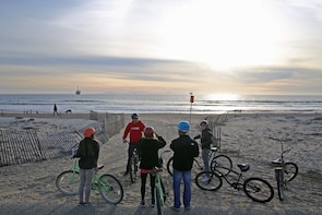 Huntington Beach Small Group Bike & Beach Sunset Tour