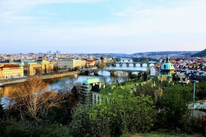 City Discovery Game: Prague's breathtaking views and parks