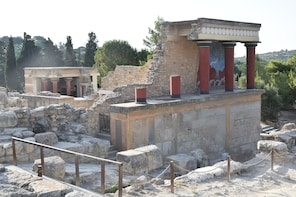 Knossos Palace & Heraklion Day Trip