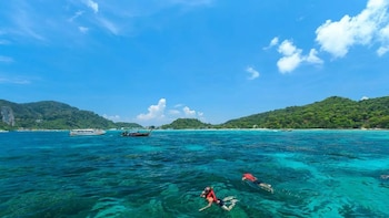 Lanta to Maya Bay, Bamboo and Phi Phi Island Snorkelling Tour