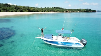 Full Day Fishing and Island Hopping at the Pearl Islands