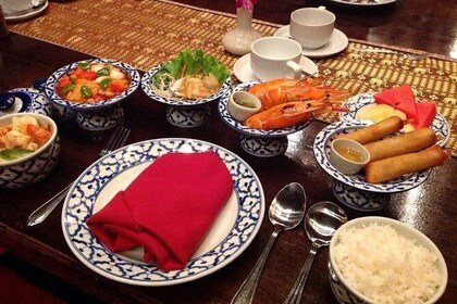 Bangkok: Authentic Thai Dinner and Dance Performance at Silom Village