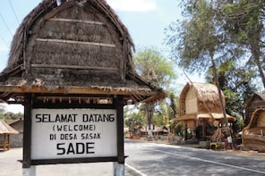 Sasak Village Tour: Private Lombok Tour and Beach Discovery