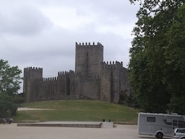 Guimarães - Castle, Monuments and Cathedrals with lunch tour