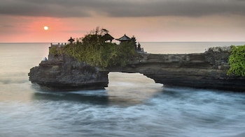 Tanah Lot Sunset with Dinner