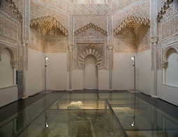 Granada: Royal chappel and old town walking tour