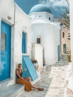 Personalised photoshoot to remember your vacations on Paros!