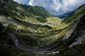Day tour Transfagarasan road and Dracula Castle from Brasov
