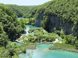 Plitvice Lakes National Park with lunch from Istria