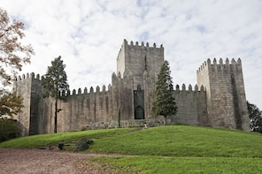 The Birthplace of Portugal Tour: Guimarães from Braga