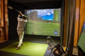 Indoor Golf Simulator Experience in Windham