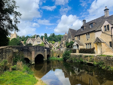 Private Day Tour to Stonehenge, Bath & The Cotswolds
