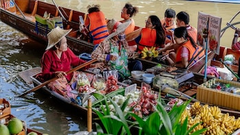 Day Tour of Damnoen Saduak Floating Market and River Kwai