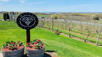 5 Hour Traverse City Wine Tour 5 Wineries On Old Mission