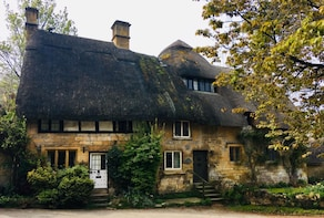 1 Day Cotswold & Cream Tea Tour - from London