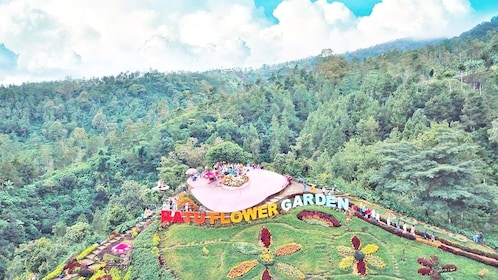 IA_SMAILINGBALI_batu flower garden_715c4d27-d835-43c0-90b5-22fc4b552881.jpg