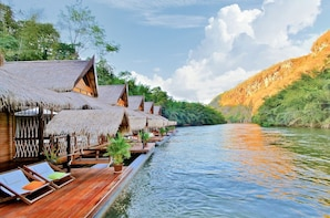 3D2N RIVER KWAI Tour from Bangkok: Home Phutoey & FloatHouse