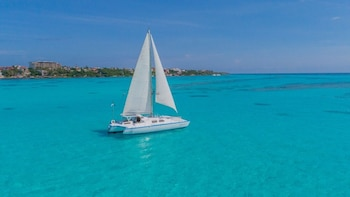 Isla Mujeres: All-Inclusive Catamaran Tour