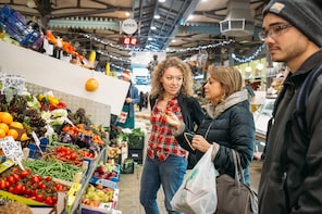 Food market tour and workshop with a Cesarina in Modena