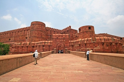 Agra Tour With Taj Mahal and Agra Fort From Delhi
