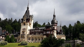 Dracula's Castle and Peles Castle in One Day Trip