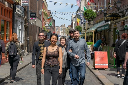 Fun Family photoshoot in iconic city of Dublin