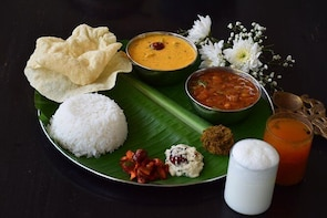Traditional Cook and Dine Experience with a local in Mumbai