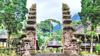 Bali Ancient Wonders: Anom Palace-Batukaru Temple-Ricefields