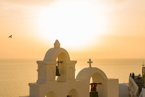 Santorini: Small Group Evening Food and Drink Tasting Tour
