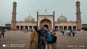Sightseeing Tour of Delhi & Exploring the Old Delhi