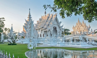 Day Trip to Chiang Rai, the White temple & Golden Triangle