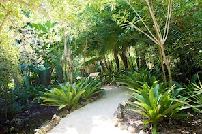 Botanical Gardens & Pedro St James Tour in Grand Cayman