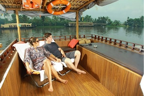 Day cruise with lunch onboard a Houseboat-cochin