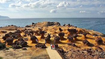North-east Coast Tour: Yehliu Geopark, Shifen, Jiufen