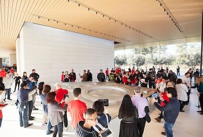 applepark_visitorcenter_opening_ar_crowd_demo_20171117.jpg