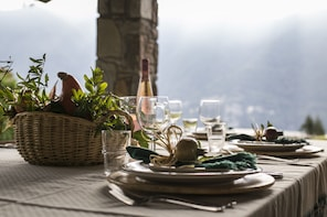 Dining experience at a Cesarina's home in Como