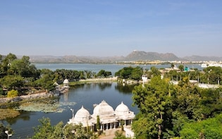 Boat cruise and dinner at Lake Pichola
