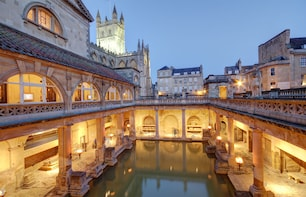 Stonehenge-Bath & Winchester Cathedral Tour 5-8 travellers