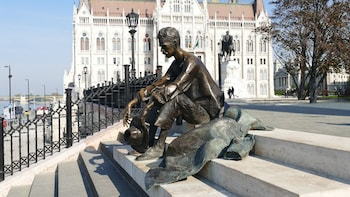 Budapest, The Danube & Chocolate Factory Tasting from Zagreb