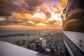 100KM Private Sunset Air Tour of Toronto with Champagne