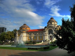 Sofia Private Tour with Local Food & Drinks Experience