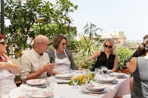Dining experience at a Cesarina's home in Acitrezza