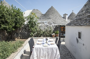 Dining experience at a Cesarina's home in Alberobello