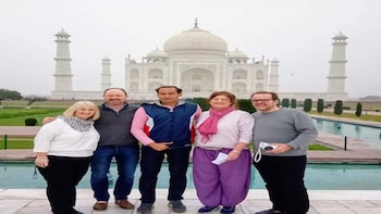 Overnight Taj Mahal & Agra Tour from Mumbai by Flight